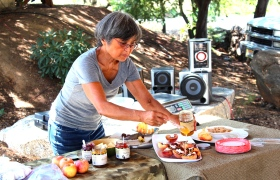 Carol Iwasaki prepares a delicious peach treat at Twin Peaks Orchards in Newcastle, Calif.